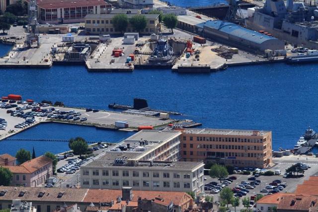 [LES PORTS MILITAIRES DE MÉTROPOLE] Mouvements de Bâtiments dans la rade de Toulon - Page 23 Img_3414
