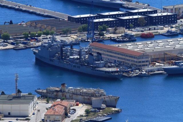 [LES PORTS MILITAIRES DE MÉTROPOLE] Mouvements de Bâtiments dans la rade de Toulon - Page 23 Img_3415