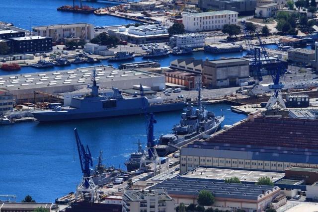 [LES PORTS MILITAIRES DE MÉTROPOLE] Mouvements de Bâtiments dans la rade de Toulon - Page 23 Img_3416