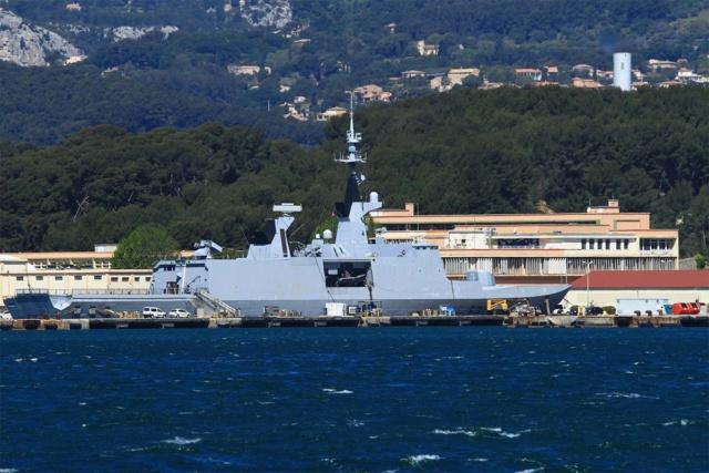 [LES PORTS MILITAIRES DE MÉTROPOLE] Mouvements de Bâtiments dans la rade de Toulon - Page 23 Img_3422