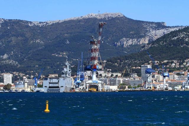 [LES PORTS MILITAIRES DE MÉTROPOLE] Mouvements de Bâtiments dans la rade de Toulon - Page 23 Img_3424
