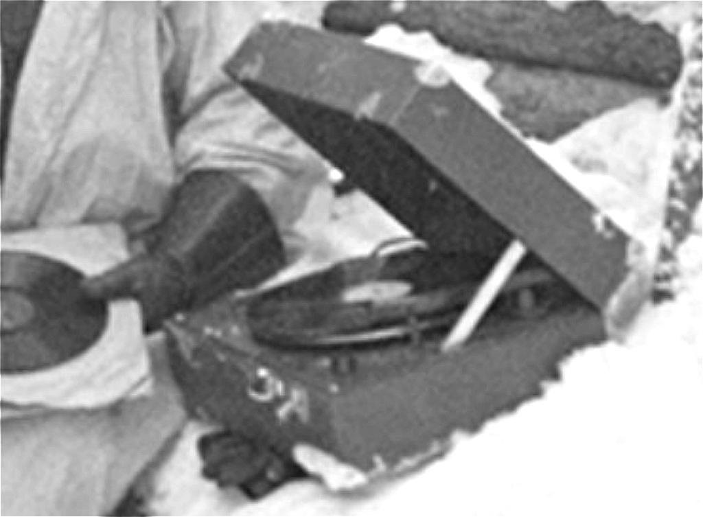 Ленинградский довоенный мини патефон  --был! - Страница 2 A_a_aa10