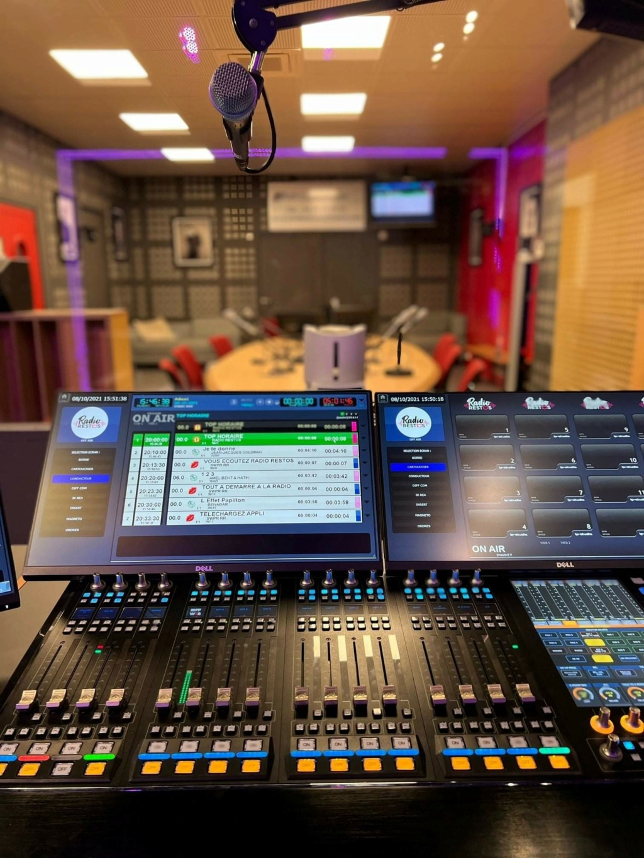 Web radio éphémère 24475510