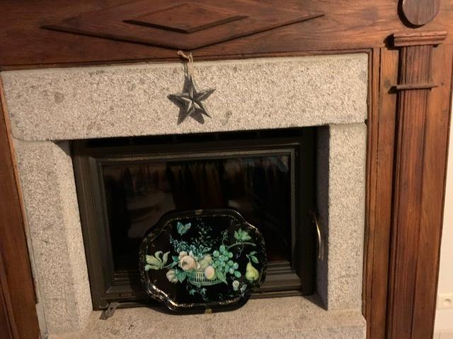 Rénover insert granit encadrement bois - peinture ? / mur en contraste ? 7130bb10