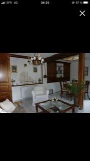 Salon / beaucoup de bois mais sol carrelage  Ce860810