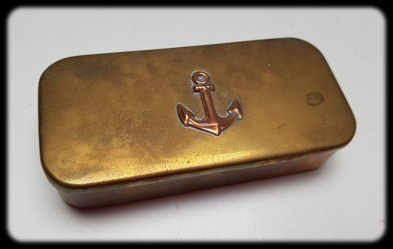 Boîte métallique avec ancre 20210311