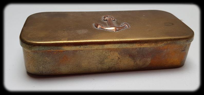 Boîte métallique avec ancre 20210312