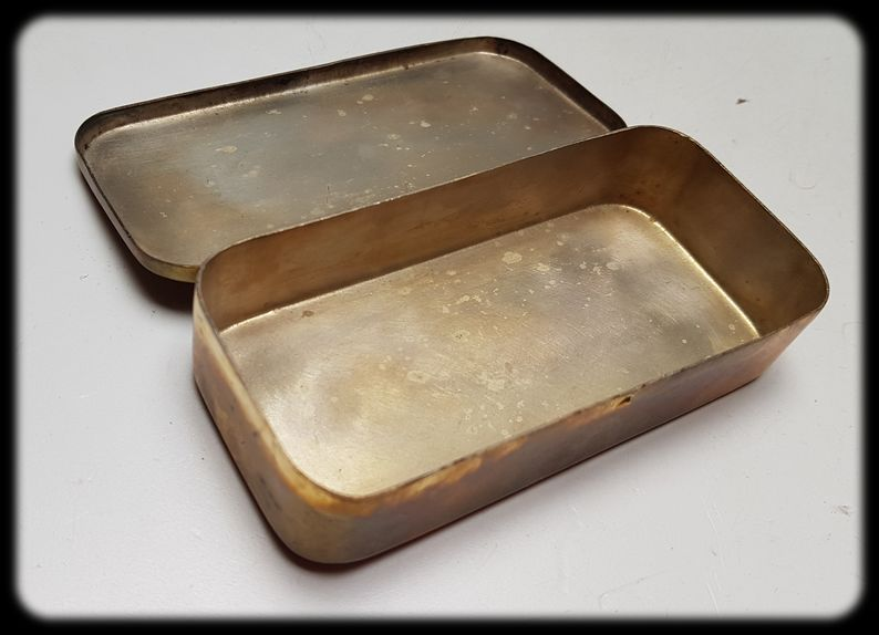 Boîte métallique avec ancre 20210313