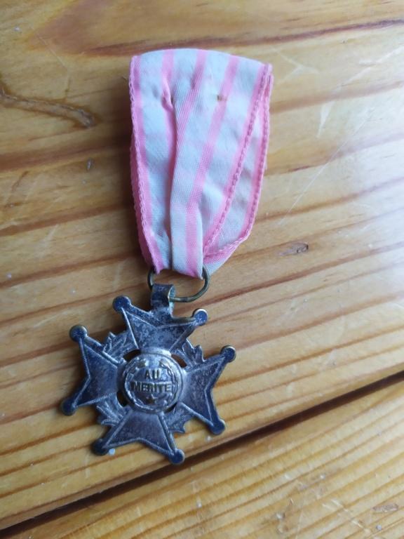 médaille mérite fraçaise.. Med310