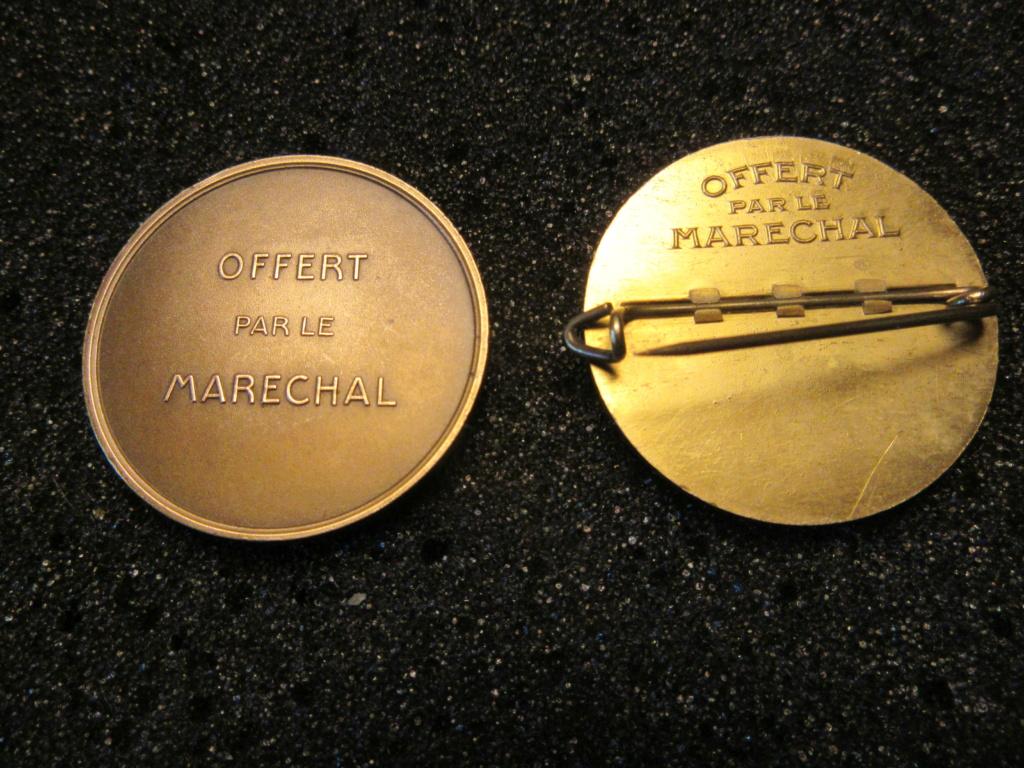 Médailles Etat Français : OFFERT PAR LE MARECHAL Img_1837
