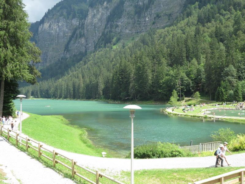 Yocco et Anook dans les Alpes 01_lac10