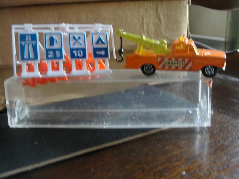 N°351 Dodge dépanneuse + signaux Dsc00431