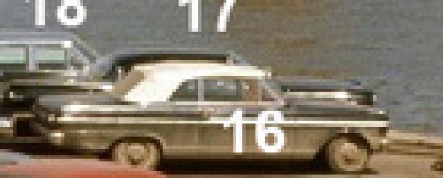 Identifiez le plus de (vieilles) voitures. 1610