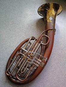 Le Tuba wagnérien (en fait, sorte de grand cor) Double10
