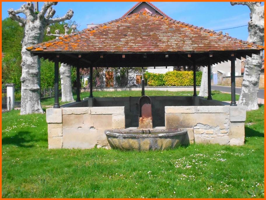 Puy de Dôme (63) Aigueperse / Fontaines et lavoir Aiguep11