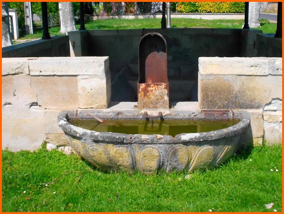 Puy de Dôme (63) Aigueperse / Fontaines et lavoir Aiguep12