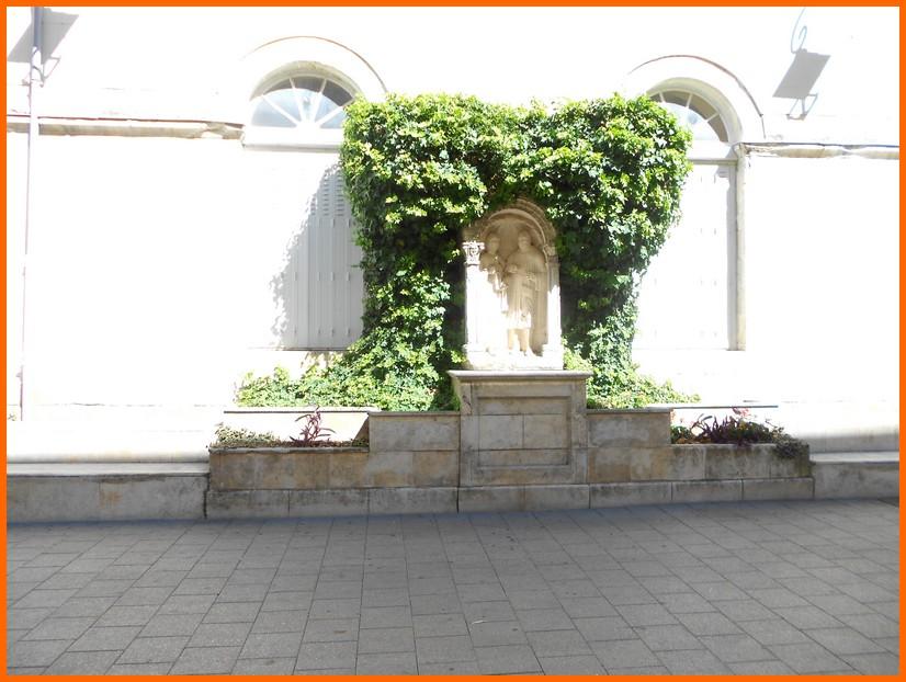 Indre (36) Châteauroux / Fontaines et cadran solaire Dscn1211