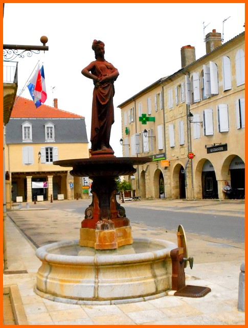 Gers (32) Fleurance  / Fontaine Dscn2014