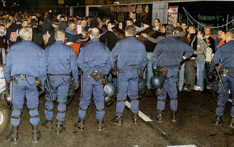 Les ultras et la police - Page 4 Fond_d10