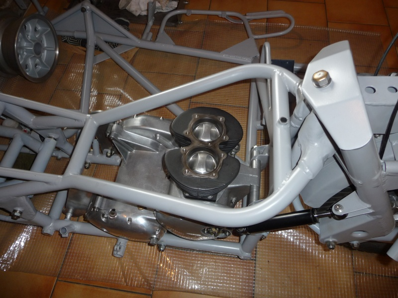 Deux cylindres ,trois roues - Page 4 P1140436