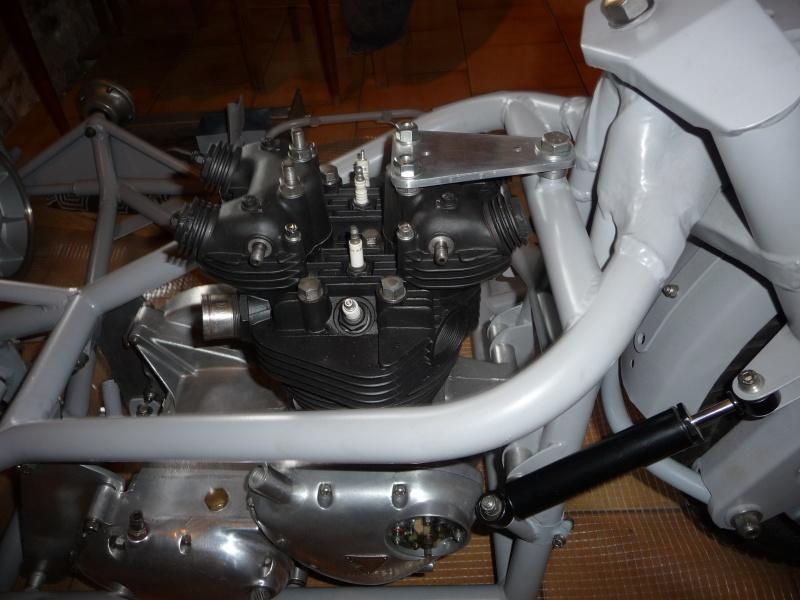 Deux cylindres ,trois roues - Page 4 P1140439