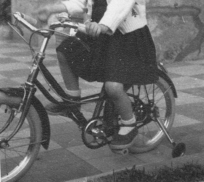 Vélo fillette des années 50 Jg_ze_10