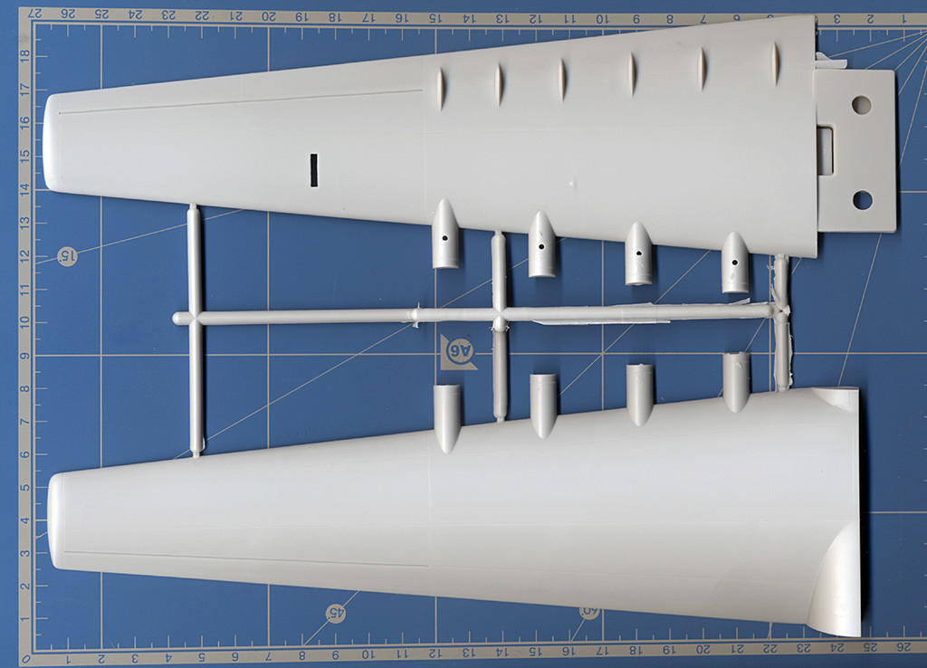 "Hughes H-4 Hercules ""Spruce goose"" (1/200ème - Minicraft Model Kits) H-4_gr10"