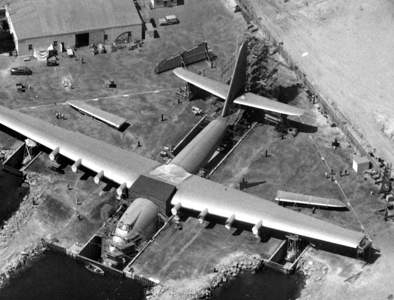 "Hughes H-4 Hercules ""Spruce goose"" (1/200ème - Minicraft Model Kits) Spruce10"
