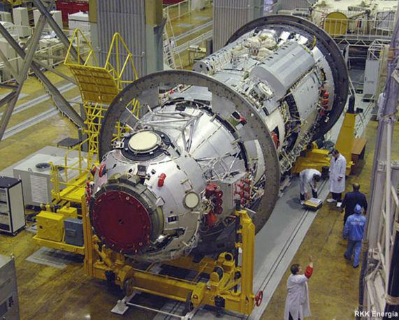 Une réduction de trois à deux cosmonautes russes à bord de l'ISS ? Mlm_na10