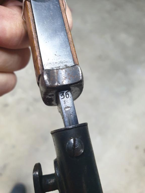 [IDENTIFICATION] Dagues, baïonnettes & couteaux à identifier   B21-c10