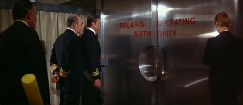 Scoop MM, James Bond ne porte pas de NATO! L_espi11
