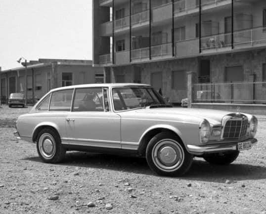 Qui connait ce modèle de Mercedes ! 230slx10