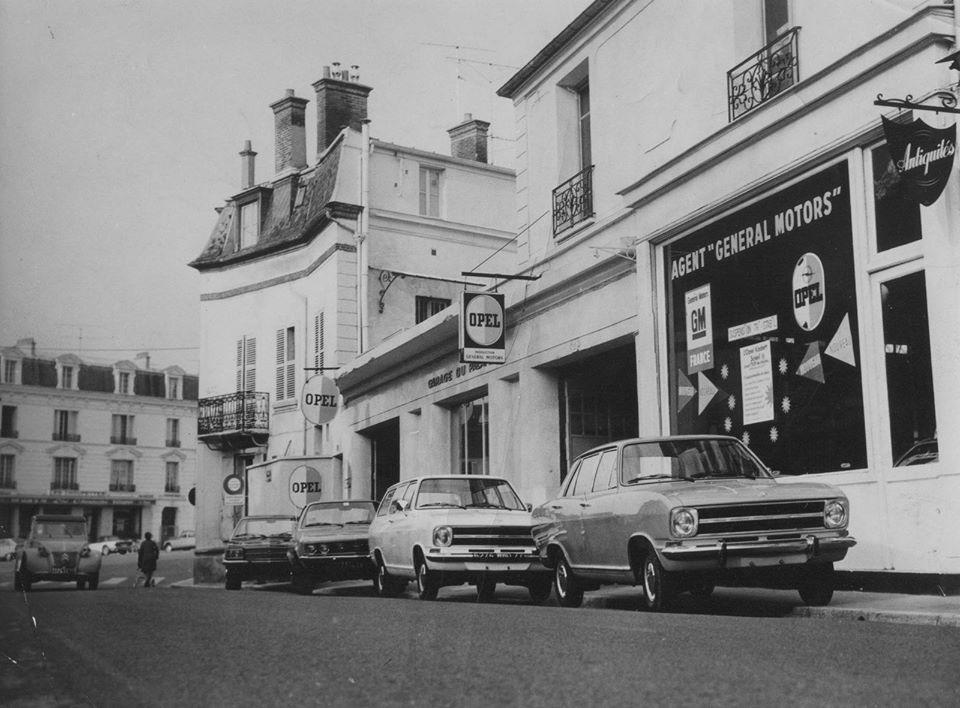 Des photos d'époque de Concessions Mercedes-Benz partie 1 - Page 15 P11410