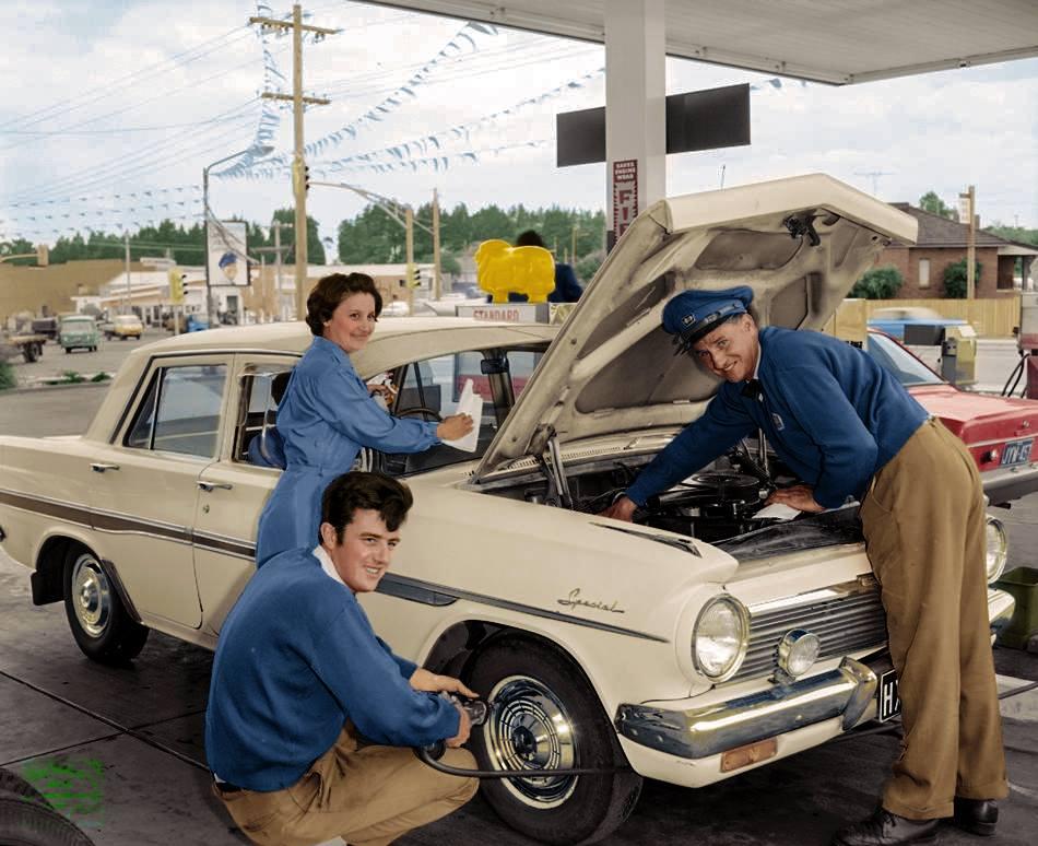 Des photos d'époque de Concessions Mercedes-Benz partie 1 - Page 26 P30810