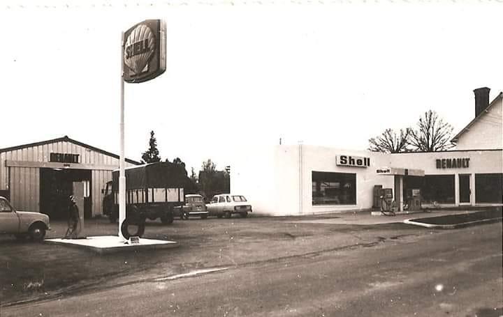 Des photos d'époque de Concessions Mercedes-Benz partie 1 - Page 26 P31110