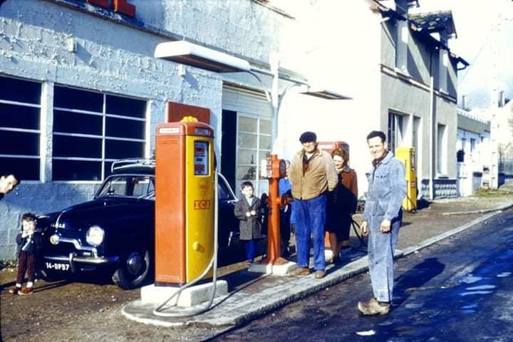 Des photos d'époque de Concessions Mercedes-Benz partie 1 - Page 26 P31310