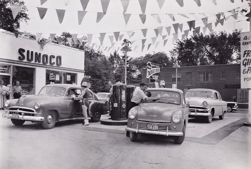 Des photos d'époque de Concessions Mercedes-Benz partie 1 - Page 26 P32210