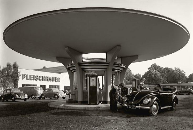 Des photos d'époque de Concessions Mercedes-Benz partie 1 - Page 26 P32310