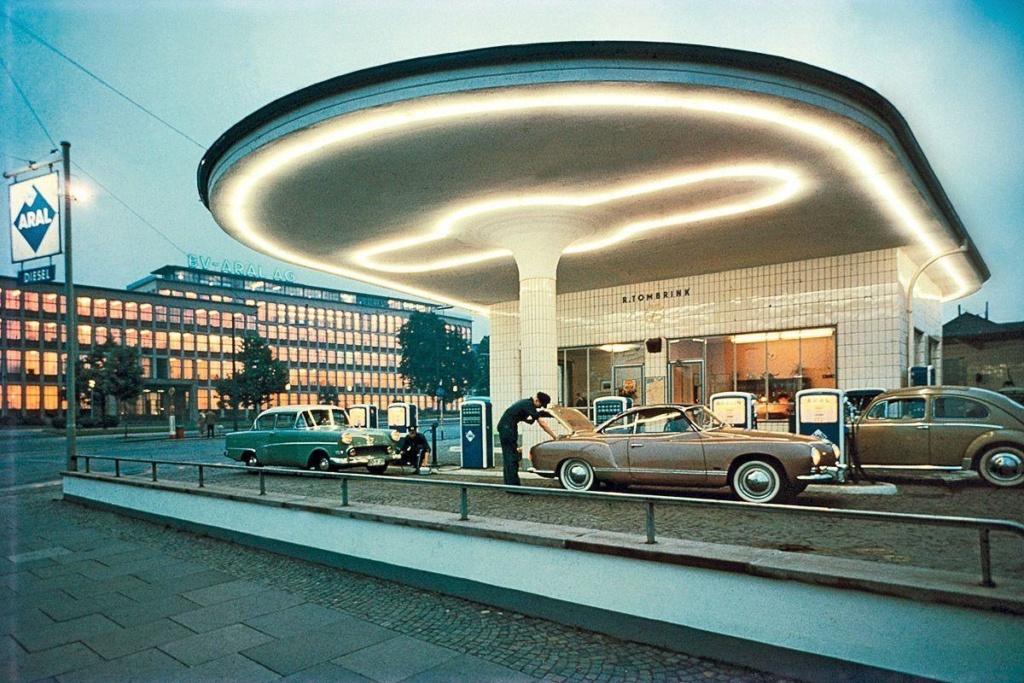 Des photos d'époque de Concessions Mercedes-Benz partie 1 - Page 26 P32410