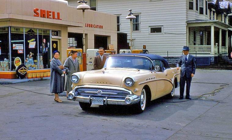 Des photos d'époque de Concessions Mercedes-Benz partie 1 - Page 26 P32610