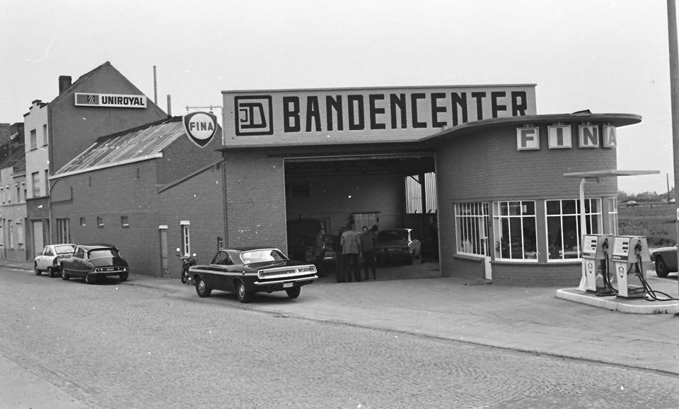 Des photos d'époque de Concessions Mercedes-Benz - Page 27 P34110