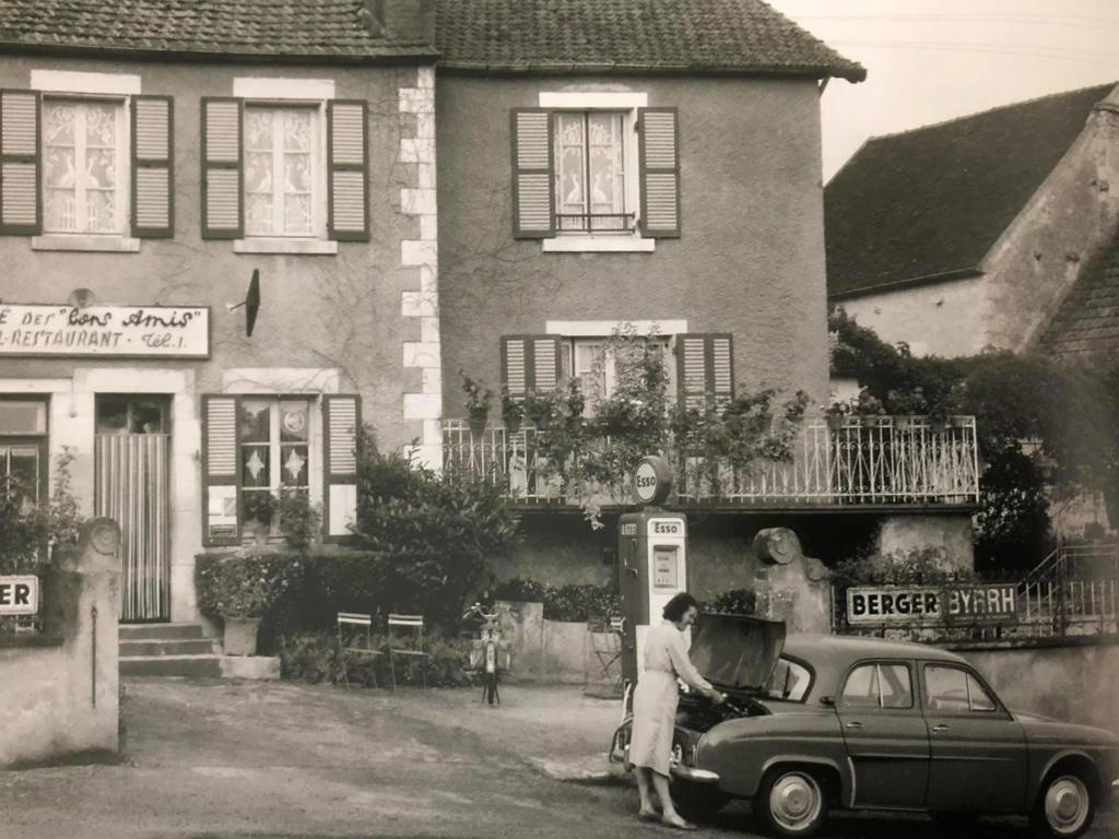 Des photos d'époque de Concessions Mercedes-Benz partie 1 - Page 28 P34210