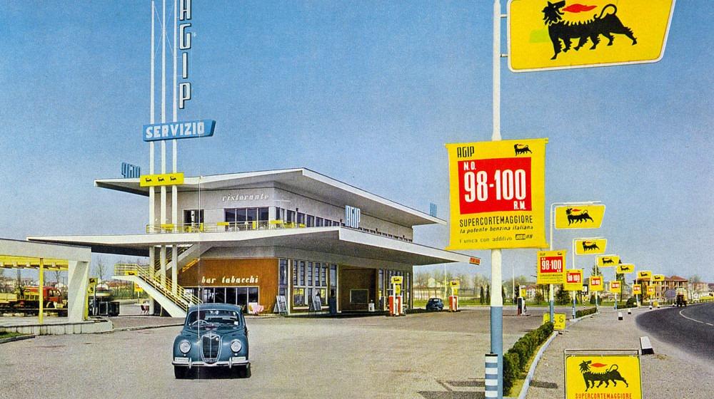 Des photos d'époque de Concessions Mercedes-Benz partie 1 - Page 28 P34410