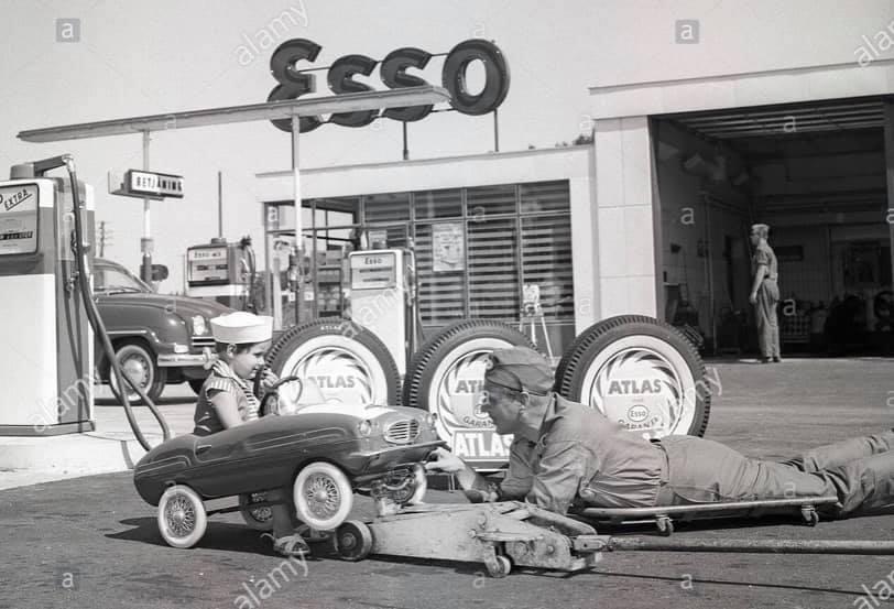 Des photos d'époque de Concessions Mercedes-Benz partie 1 - Page 28 P36110