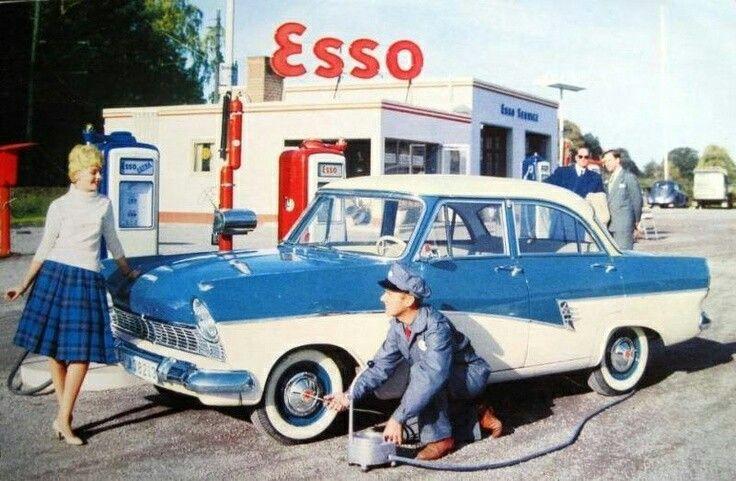 Des photos d'époque de Concessions Mercedes-Benz partie 1 - Page 34 P47810