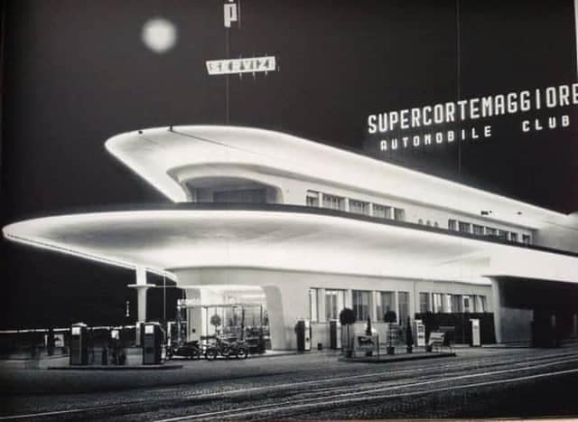 Des photos d'époque de Concessions Mercedes-Benz partie 1 - Page 40 P54710