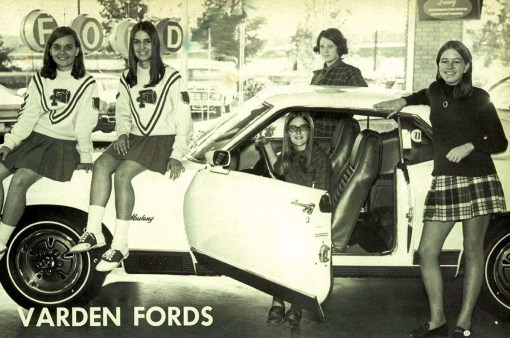Des photos d'époque de Concessions Mercedes-Benz partie 1 - Page 15 P8410