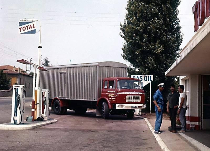 Des photos d'époque de Concessions Mercedes-Benz partie 1 - Page 15 P8810