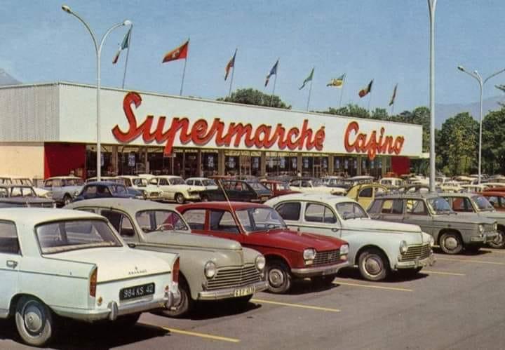 Des photos d'époque de Concessions Mercedes-Benz partie 1 - Page 15 P9410