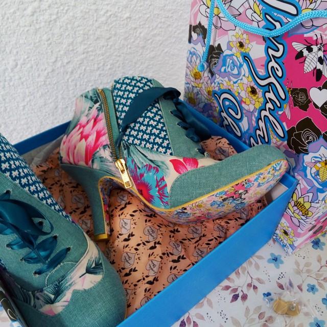 Parce que les filles, ça aime les poupées et les chaussures - Page 46 Img_2010